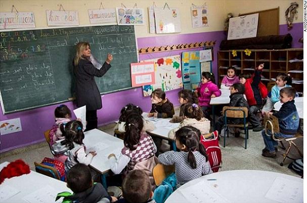 Turno extra nas escolas libanesas oferece esperança para jovens e crianças sírias